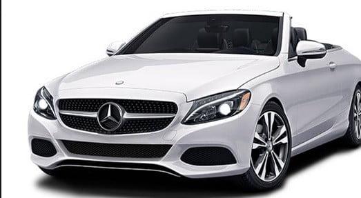 Une voiture Mercedes.