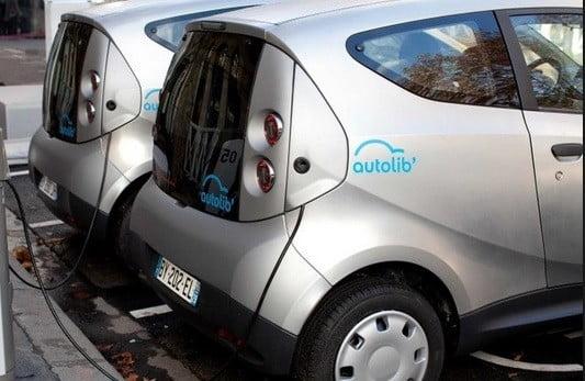 Un véhicule Autolib.