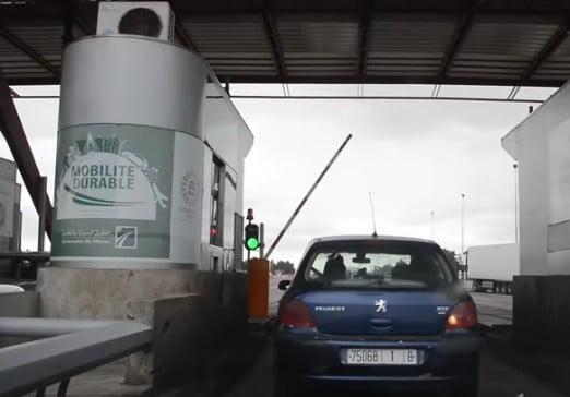 Un péage d'autoroute