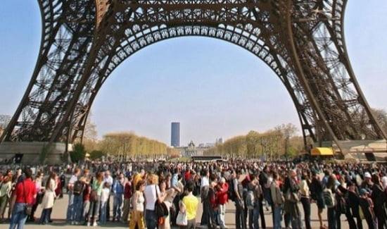 Des touristes a Paris