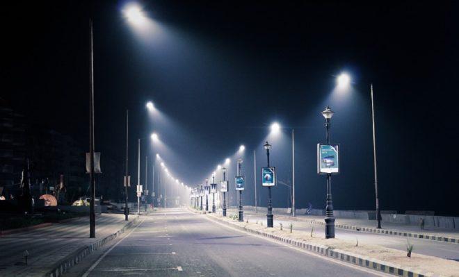 Une route la nuit