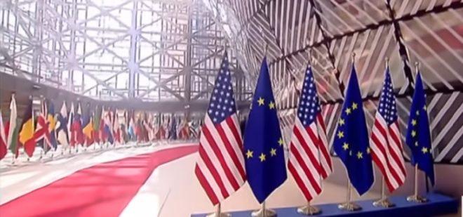 Les drapeaux américains et Européens
