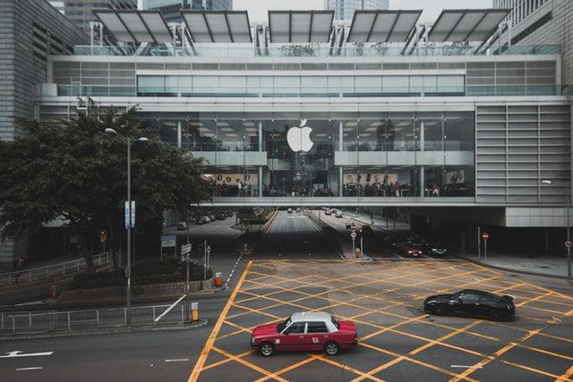 Des associations françaises portent plainte contre Apple pour violation du RGPD.