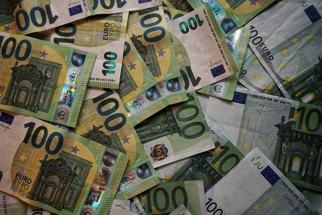 Les billet d'euros n'auront jamais été aussi nombreux dans le monde.