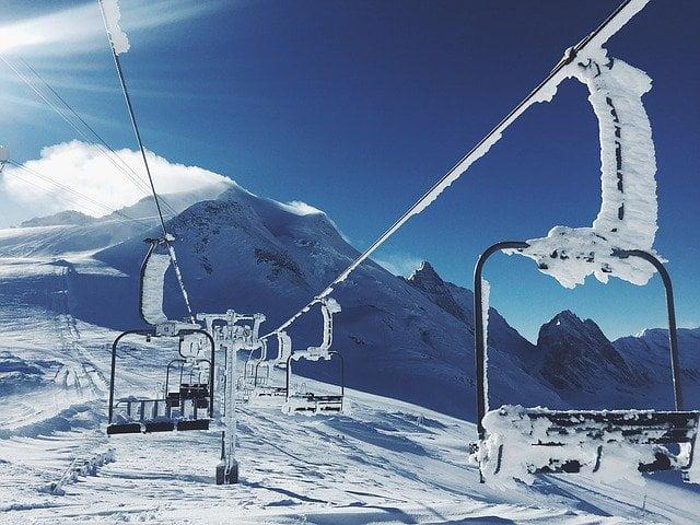 Les magasins de ski et les remontées mécaniques à l'arrêt depuis plusieurs mois.