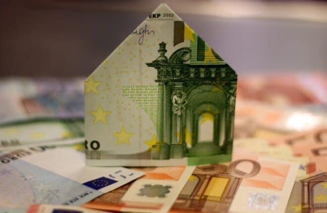 Photo d'illustration. Le coût d'un achat immobilier.