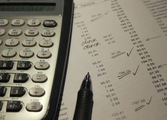 Photo d'illustration. Des comptes bancaires.