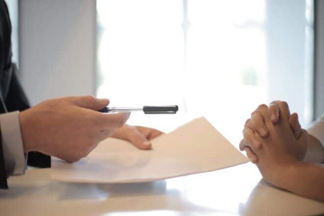 SIgnature d'un document d'assurance