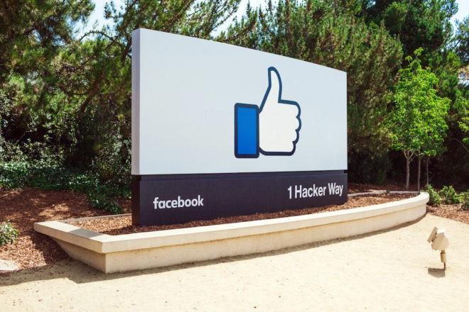 Panneau à l'entrée de Facebook