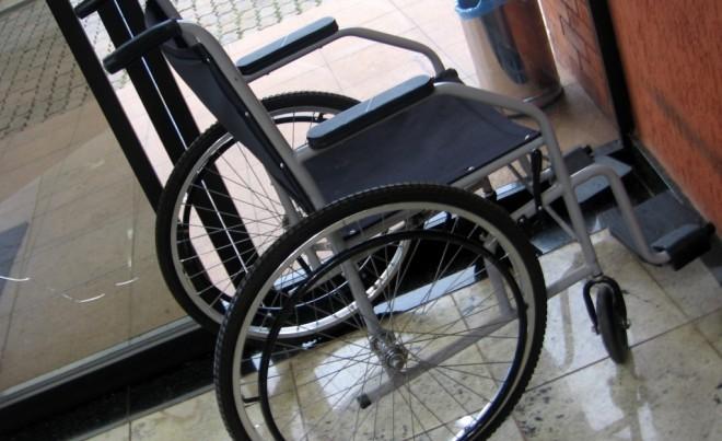 Un fauteuil roulant, image d'illustration