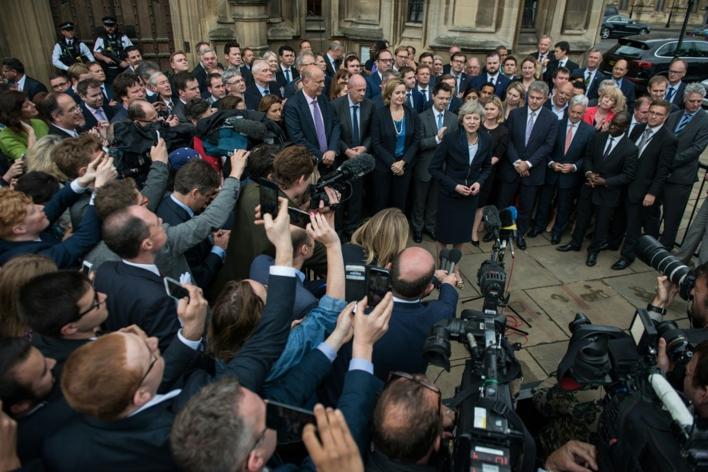 Theresa May intronisée, David Cameron fait ses adieux — Brexit