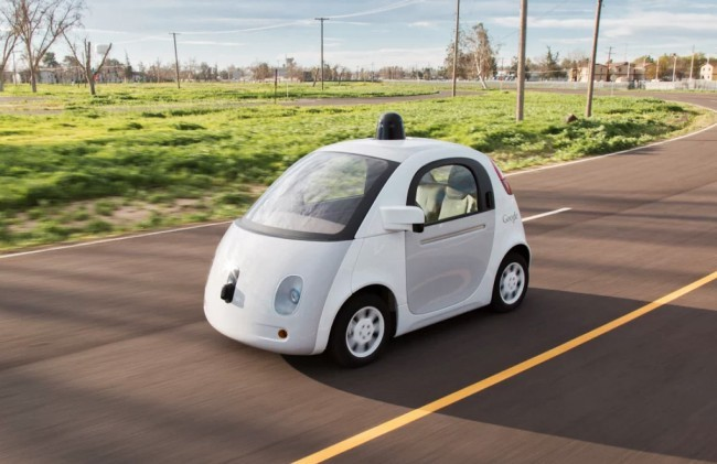 Une Google Car sur une route de Californie