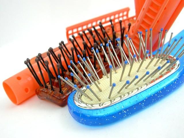 Image d'illustration, des brosses à cheveux