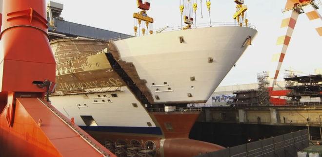 Construction d'un paquebot au chantier naval de Saint-Nazaire